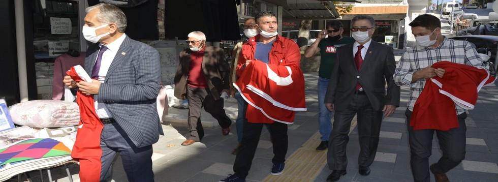 CHP İlçe Başkanlığından Türk Bayraklı Kutlama